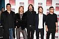 Foo Fighters запели по-новому - Американская рок-группа Foo Fighters выпустят сборник кавер-версий. Foo Fighters объявили о …