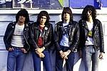 Ramones переиздают дебютный альбом сорокалетней давности - Легендарные панк-рокеры Ramones отметят сороковую годовщину дебютного альбома с одноименным …